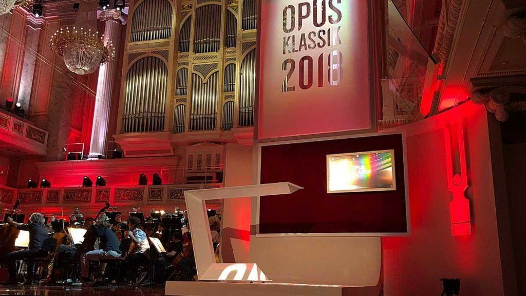 Stehpult auf der Bühne - Ries ProDesign – DI Jana Ries - Innenarchitektur Linz